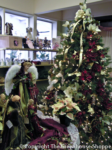 Christmas shoppe the greenhouse shoppe also carries a wide selection of christmas florals wreaths and greens for the do it yourself decorator solutioingenieria Choice Image